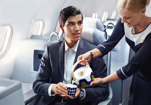 Finnair-business-man-green-tea-01-Low.jpg