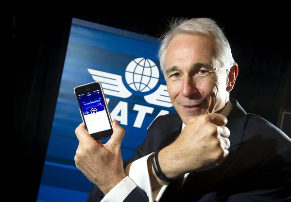 Tony Tyler presents SkyZen, a Jawbone app which will help passengers measure and improve their rest onboard, one of several passenger experience improvement projects IATA has introduced in collaboration with industry partners./IATA