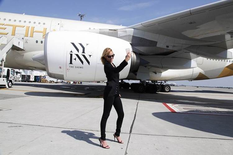 Supermodel Amber Valletta takes a selfie with #Etihad Airways A380 aircraft at JFK International Airport.